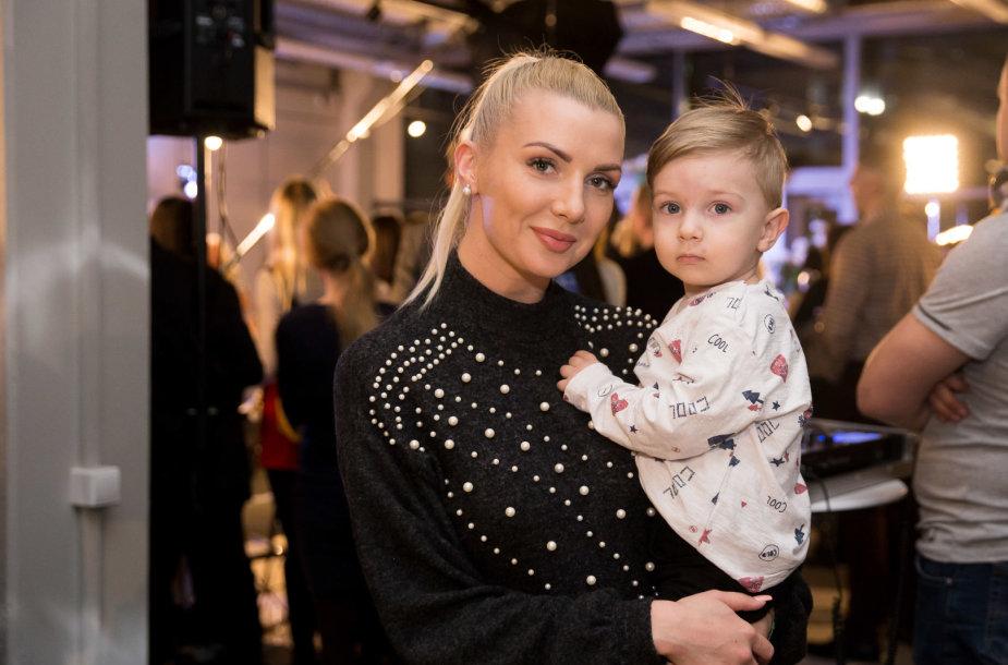Monika Šedžiuvienė su sūnumi