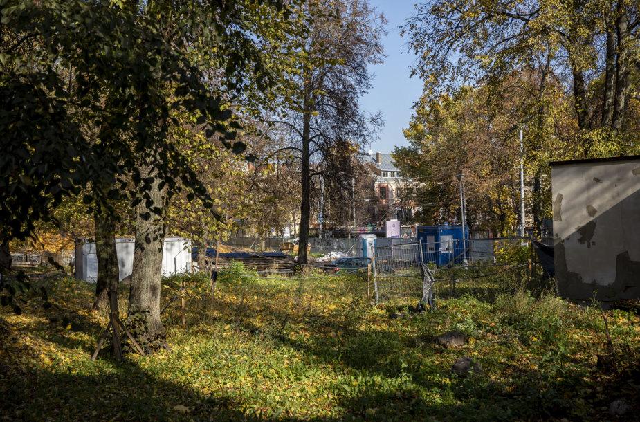 Vilniaus Reformatų parke tvarkymo darbai visiškai sustojo