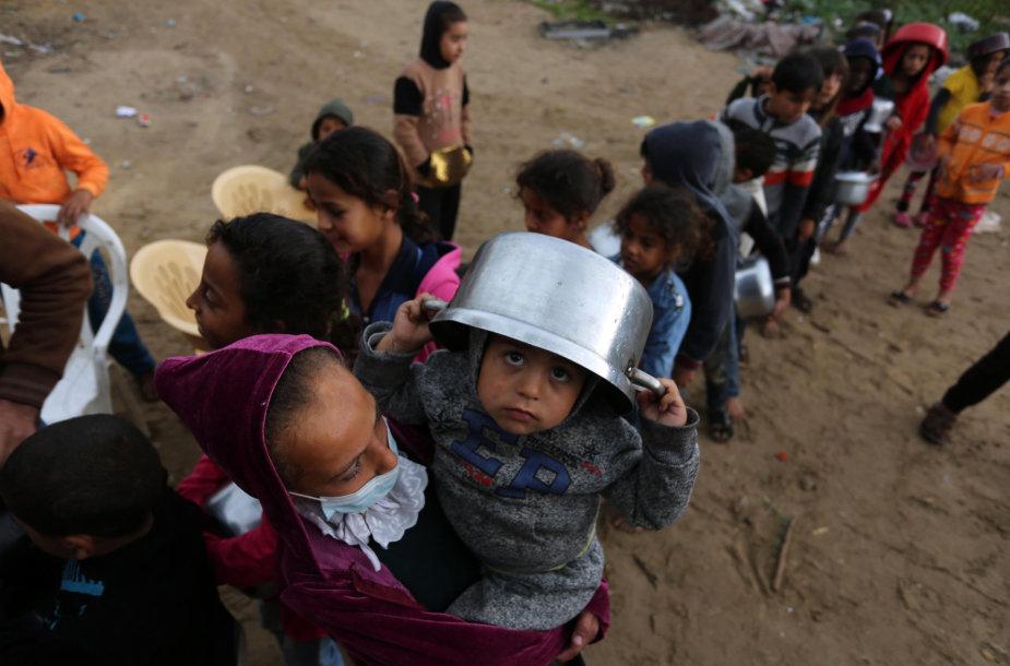 Alkstantys žmonės Gazos ruože