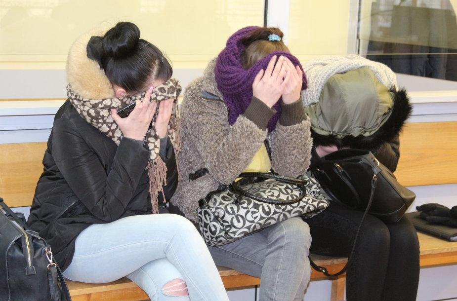 Vadinamojoje Švėkšnos prostitucijos byloje įtarimai pareikšti keturioms merginoms ir keturiems vyrams, pirkusiems paaugles.