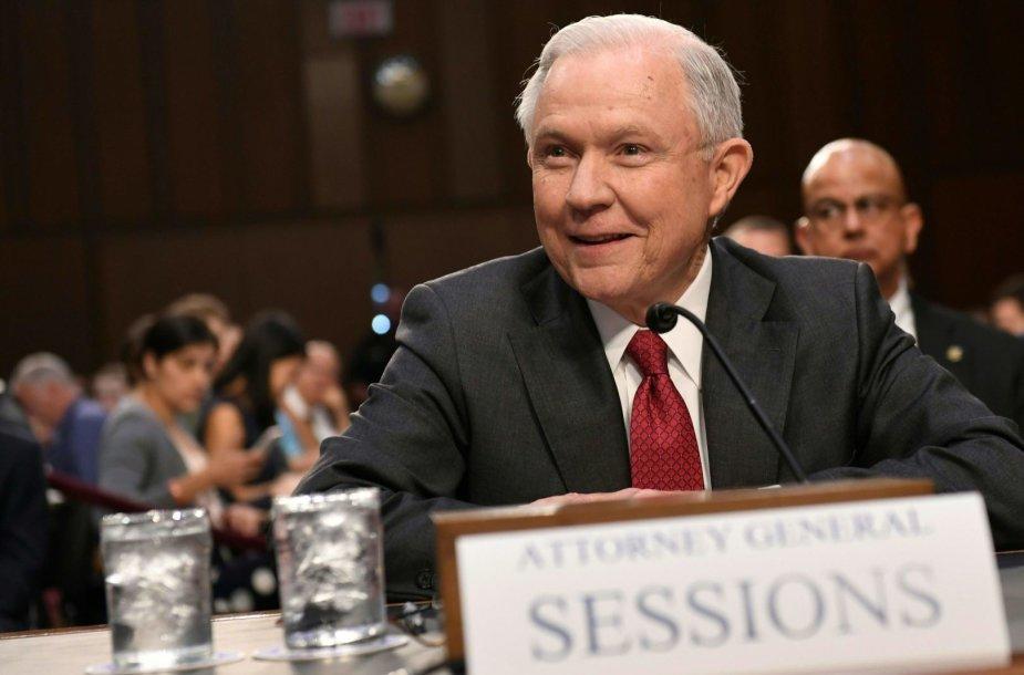 J.Sessionsas apklausiamas Senate