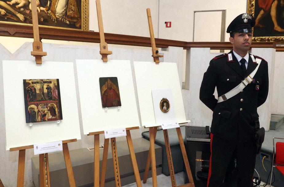 Rasti trys pavogti paveikslai