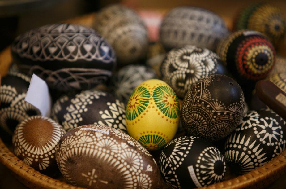 Velykinių kiaušinių marginimas