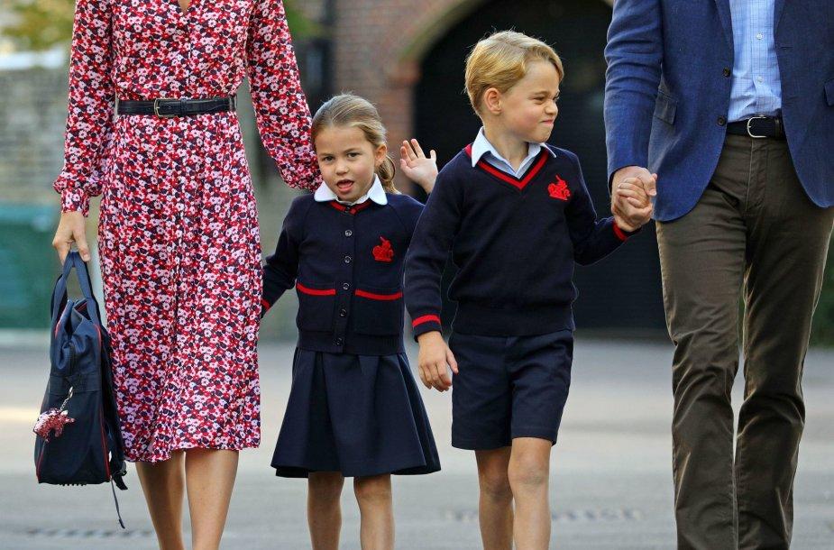 Princesė Charlotte su tėvais ir broliu