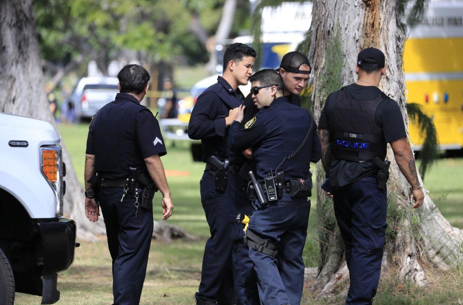 Havajuose ginčas dėl iškeldinimo baigėsi dviejų policininkų žūtimi ir didžiuliu gaisru