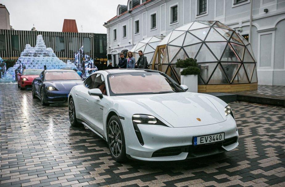 "Vilniuje pristatyti elektromobilis ""Porsche Taycan"""