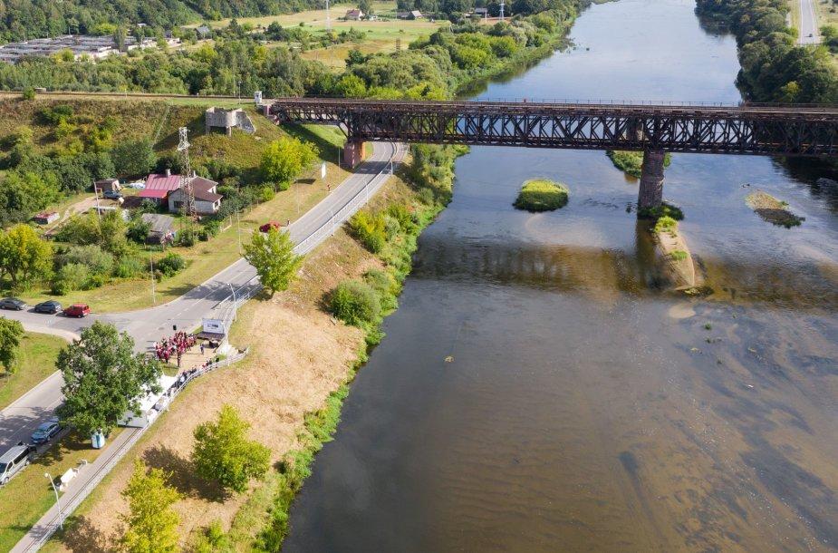 Tiltas per Nerį