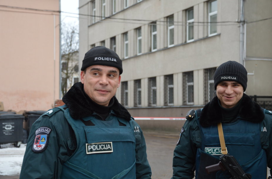 Patruliai Ruslanas Popovas ir jo kolega Artūras Druktenis