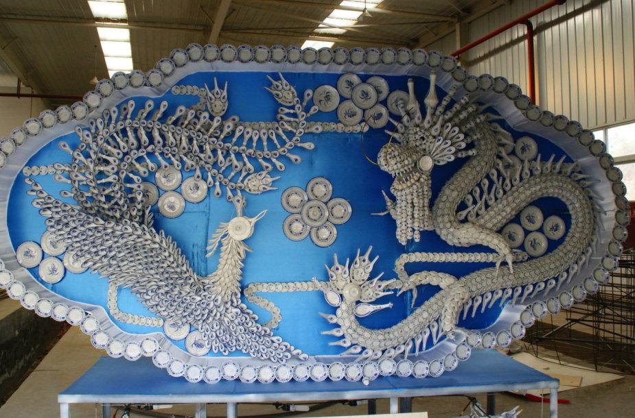 Skulptūra iš kinų porceliano lėkštelių