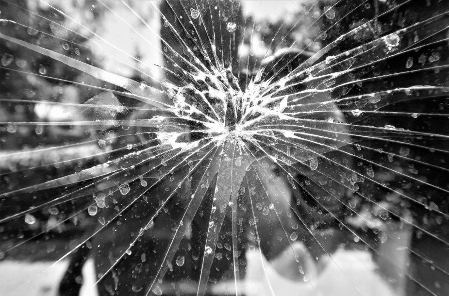 Sudaužytas veidrodis