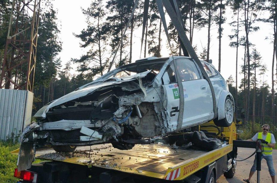 """Juliaus Skirmanto """"Honda Civic"""" po avarijos"""