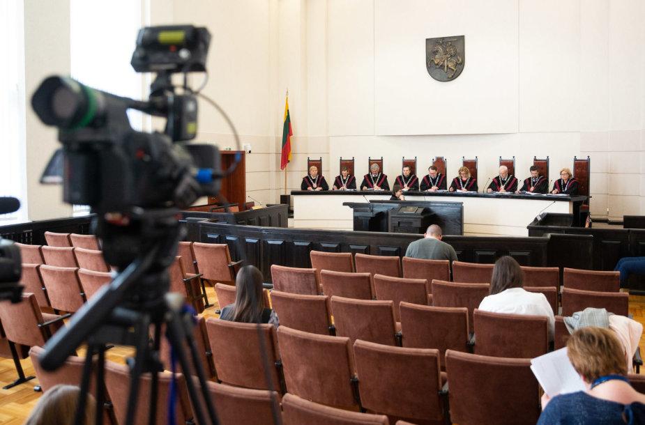 Konstitucinis Teismas skelbia nutarimą