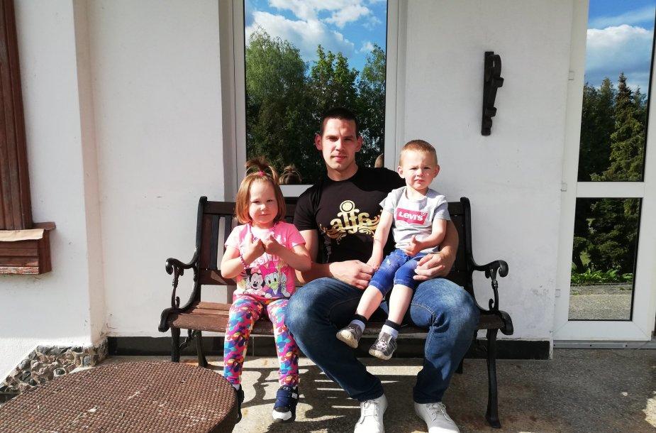 Karolis Grinius su vaikais