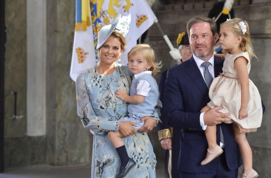 Švedijos princesė Madeleine su vyru Christopheriu O'Neillu ir vaikais – sūnumi Nicolu ir dukra Leonore