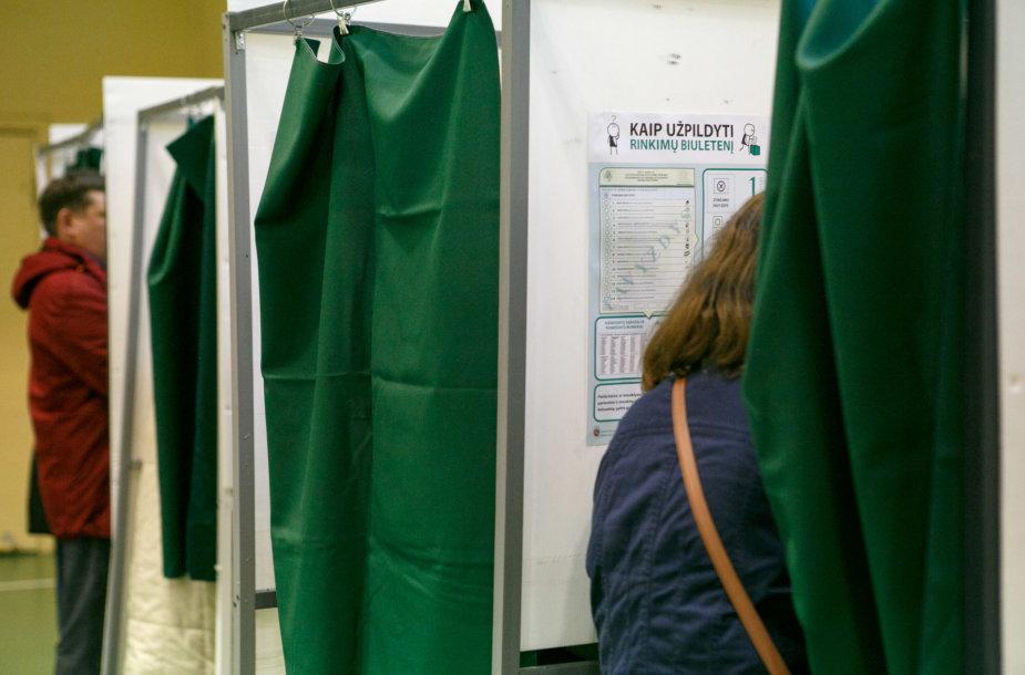 Kauniečiai balsuoja Seimo rinkimuose