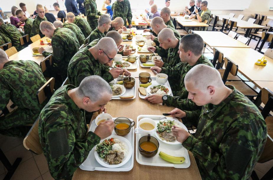 Atnaujinti karių valgiaraščiai