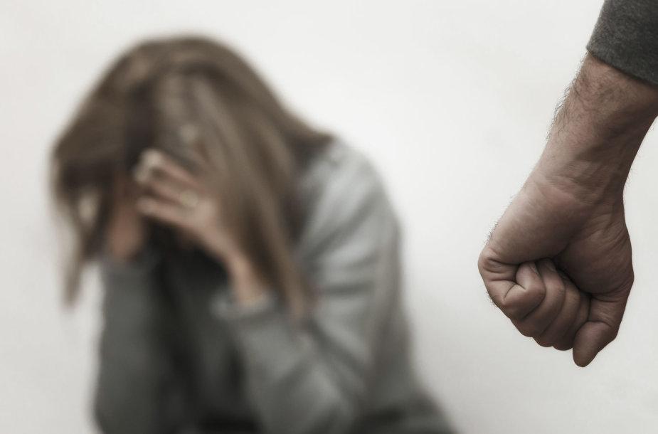 Smurtą kenčianti moteris