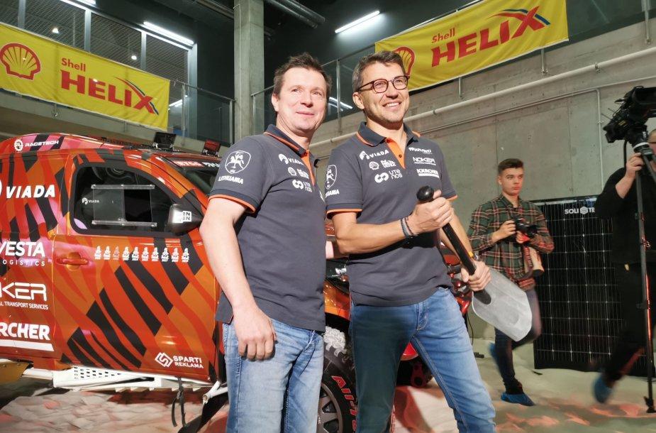 Antanas Juknevičius su Darium Vaičiuliu pristatė Dakaro komandą ir automobilį