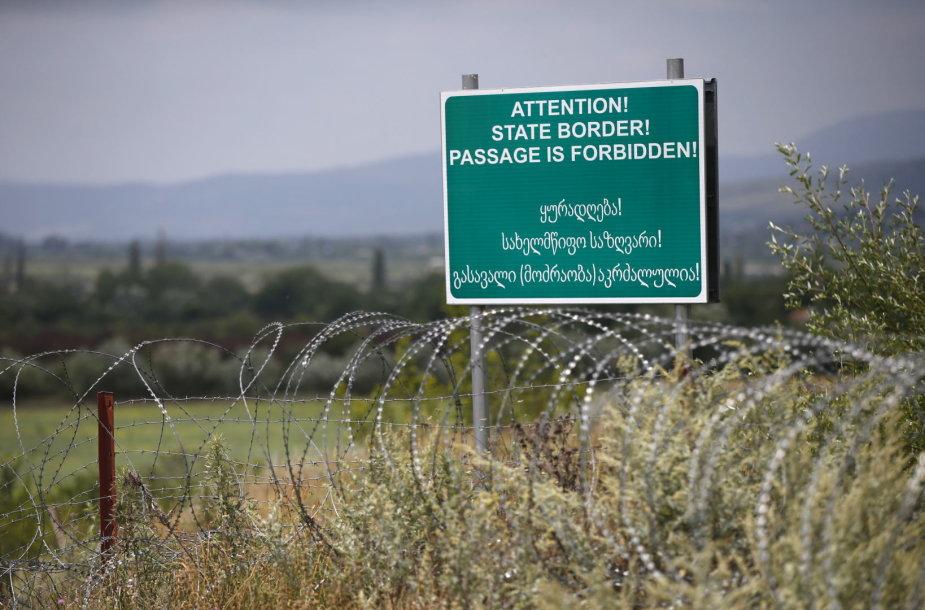 Rusijos kariai vis pastumia Pietų Osetijos sienos su Gruzija riboženklį į šios šalies gilumą
