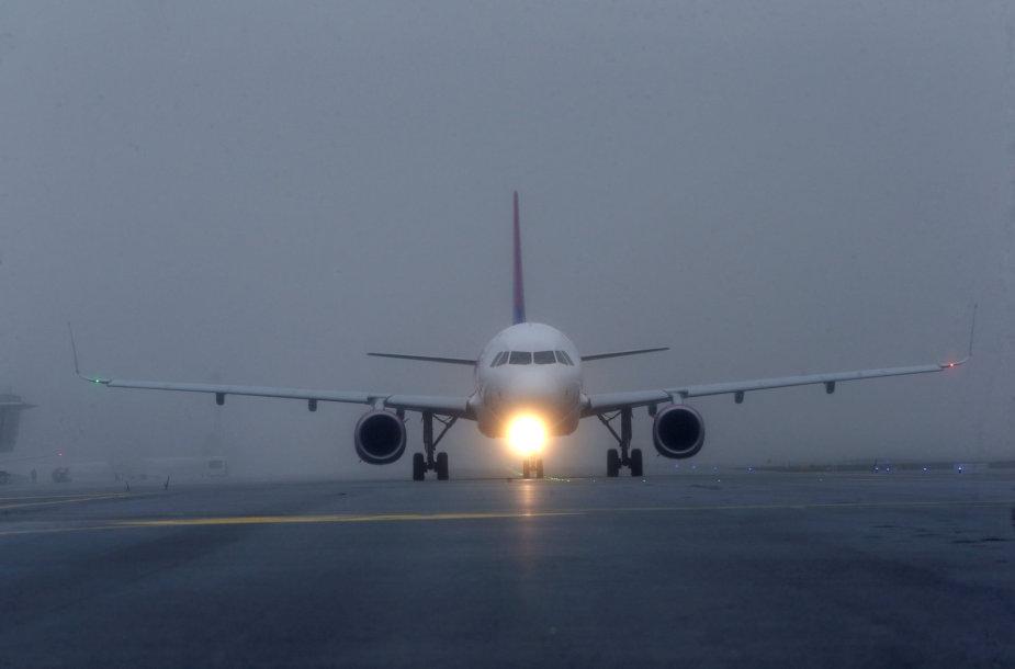 Keleivinis lėktuvas Rygos oro uoste