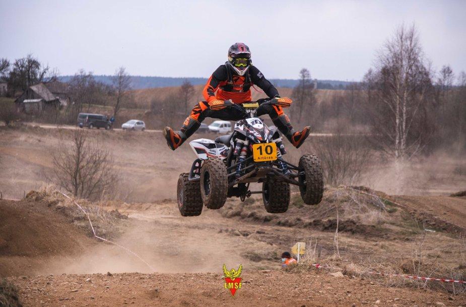 Vievyje, Crazy Ferma trasoje startavo 2-asis Lietuvos motociklų Cross Country čempionato etapas