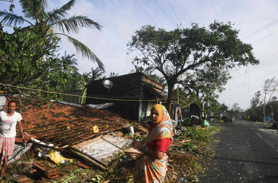 Dėl ciklono Bangladeše evakuojami žmonės