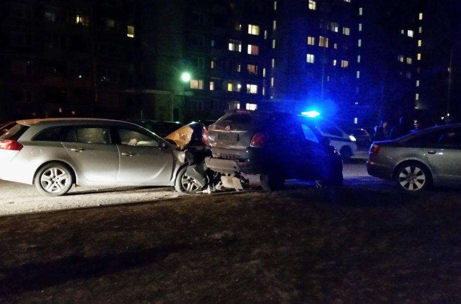Keturių automobilių avarija Vilniaus Karaliaučiaus gatvėje