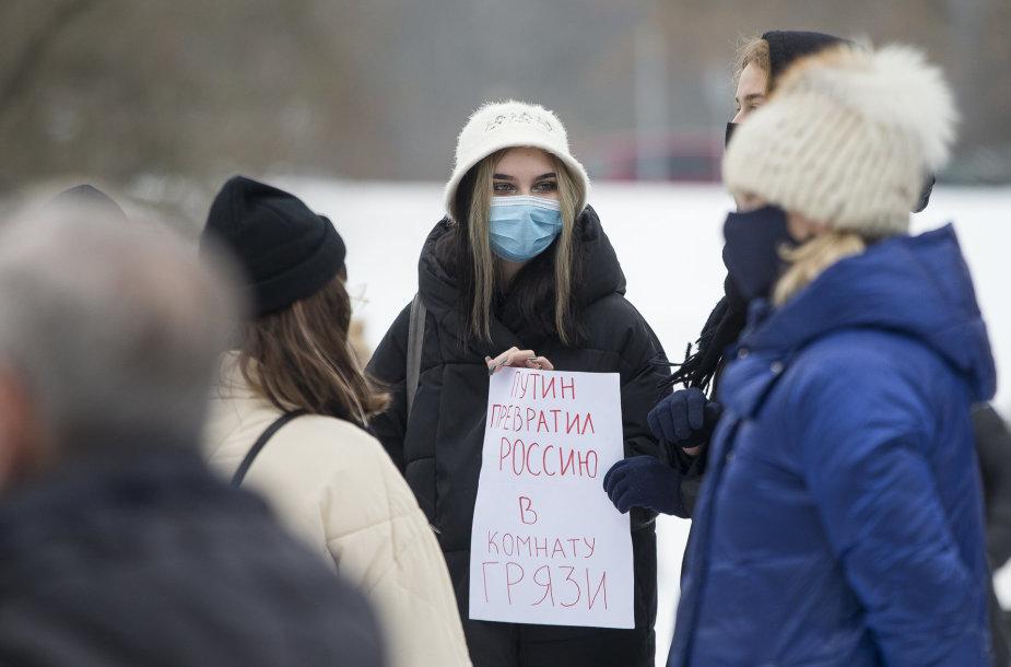 """Mitingas prie Rusijos ambasados """"Už laisvę Aleksejui Navalnui, už demokratiją ir žmogaus teises Rusijoje"""""""