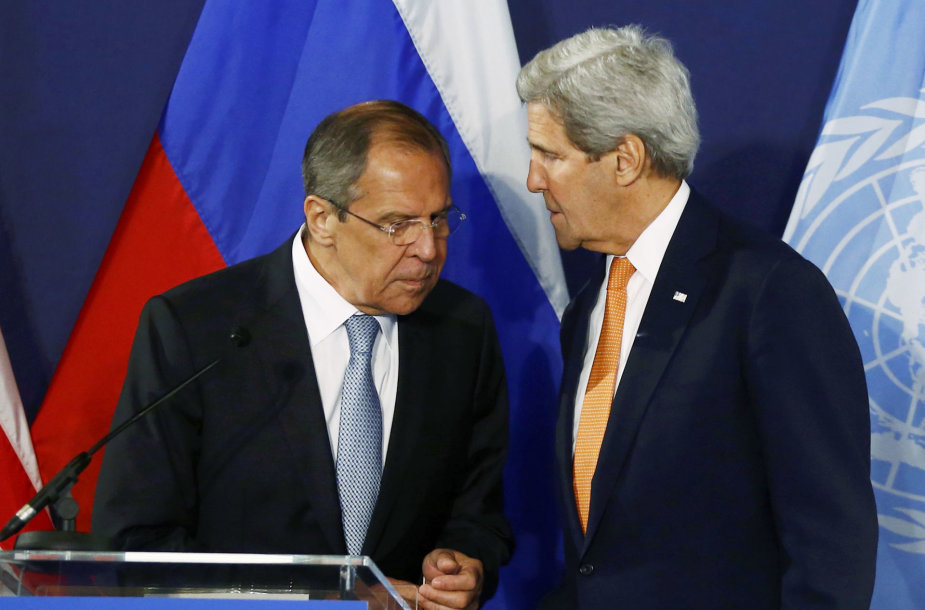 Sergejus Lavrovas ir Johnas Kerry