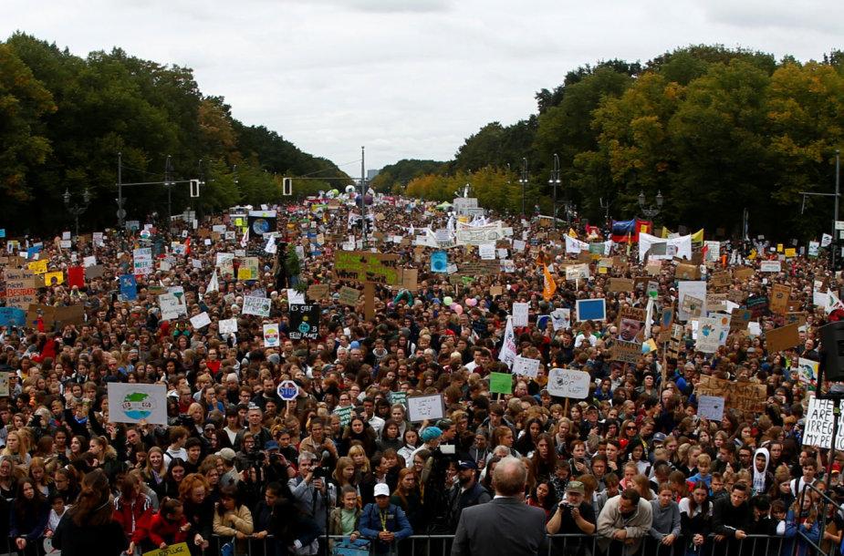 Protestuotojų dėl klimato kaitos problemų minia Vašingtone