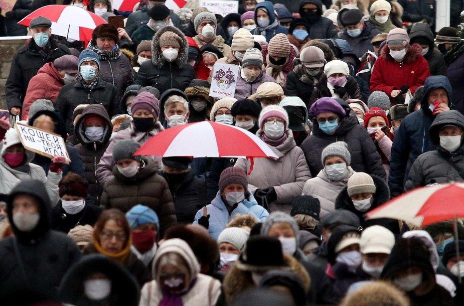 Minske į pirmadieninę protesto akciją vėl išėjo pensininkai