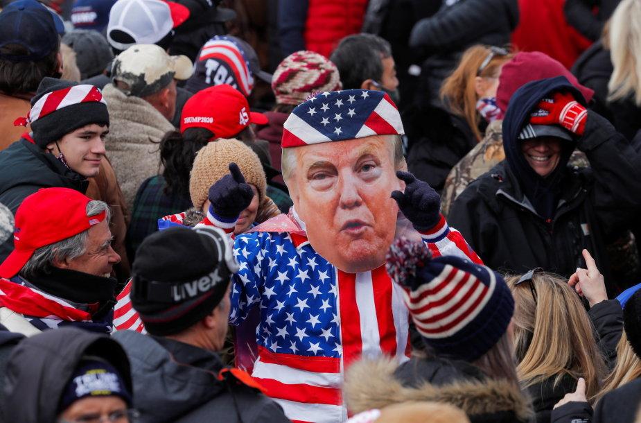 Donaldo Trumpo rėmėjai prie Kapitolijaus