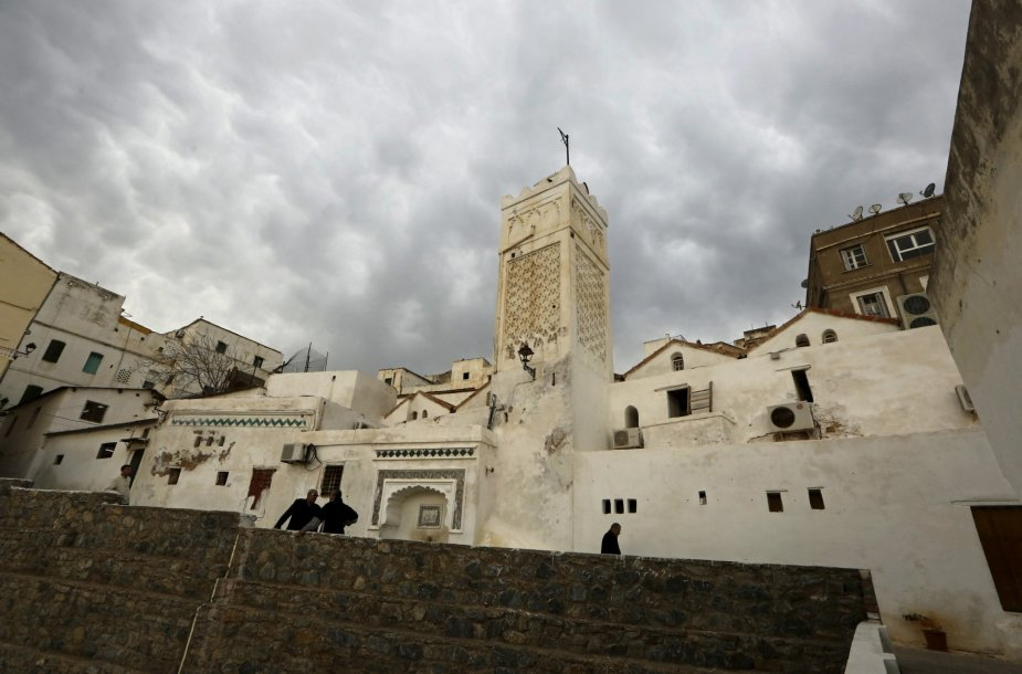 Alžyro mieste išlikę osmanų laikų Kasba tvirtovė ir Didžioji mečetė su minaretu