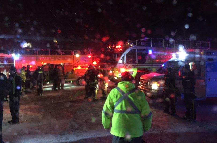 Halifakse per lėktuvo avariją nesunkiai sužeisti 25 žmonės