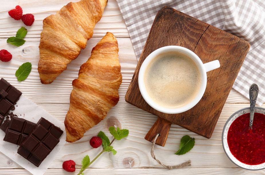 Kava su prancūziškais rageliais.