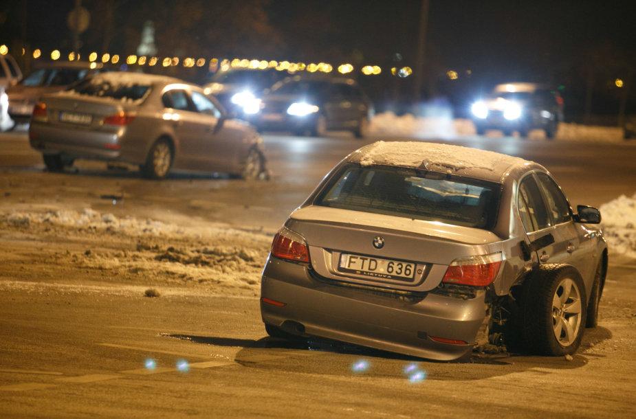 BMW automobilių avarija