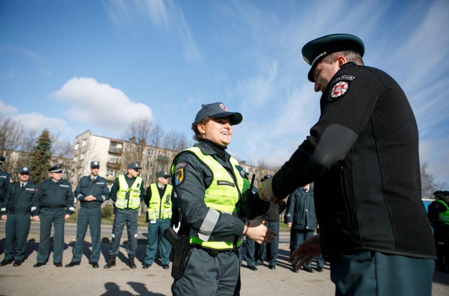 Kauno policijai perduoti nauji automobiliai