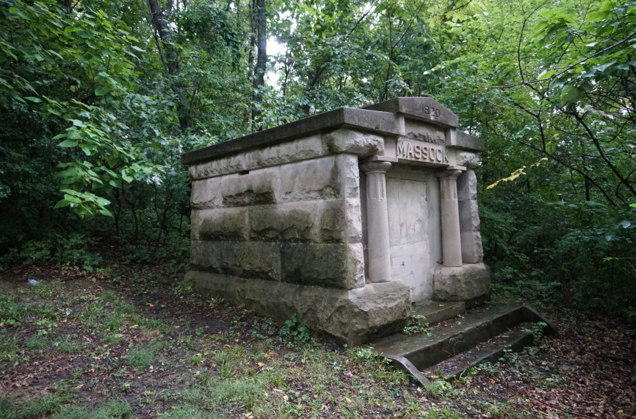 Trijų brolių lietuvių, mėsos skerdėjų Masokų kapas Spring valley lietuvių laisvės kapinėse