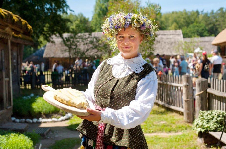 Lietuvos liaudies buities muziejaus ekskursijų vadovė-edukatorėAgnė Augustaitienė