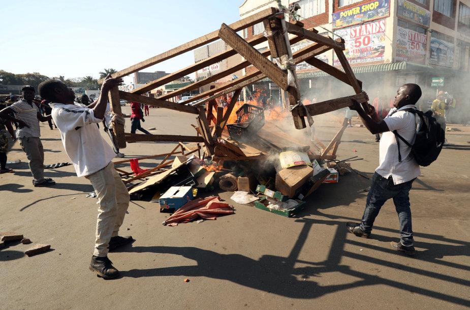 Neramumai Zimbabvėje po rinkimų