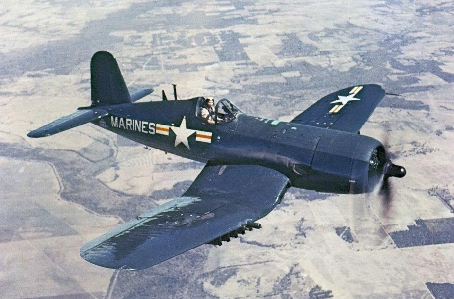 F4U Corsair lėktuvas
