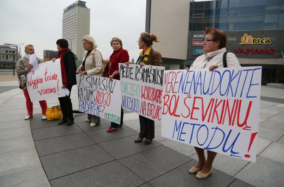 Lenkiškų Vilniaus mokyklų pedagogų piketas