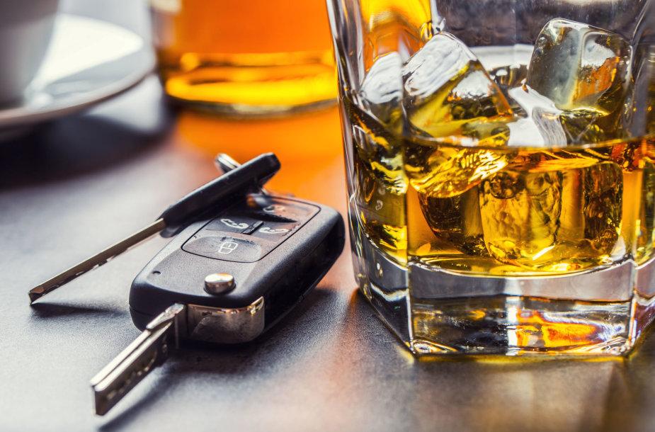 Vairavimas išgėrus visada yra blogas pasirinkimas