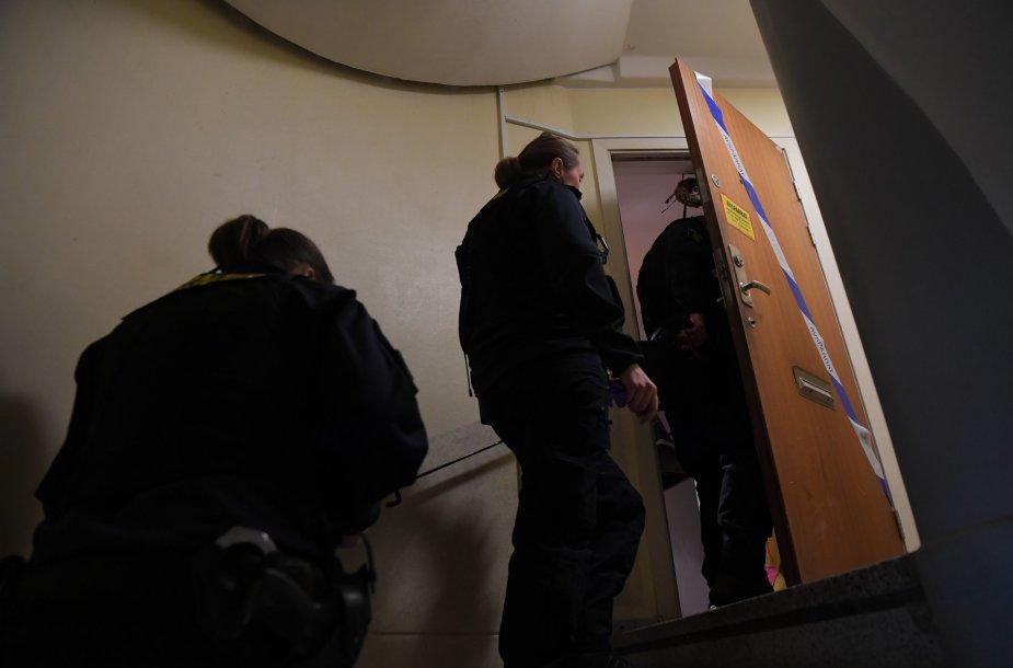 Švedijoje suimta motina, galimai laikiusi savo sūnų uždarytą namuose kelis dešimtmečius