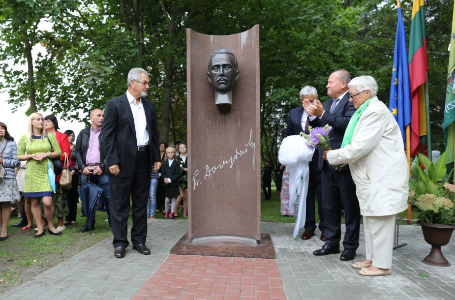 Kauno rajone atidengtas paminklas signatarui Pranui Dovydaičiui