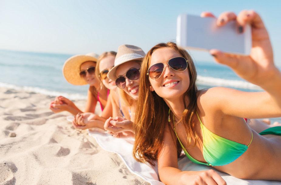 Nuotraukos iš paplūdimio – vienos dažniausių, kuriomis dalinamės socialiniuose tinkluose