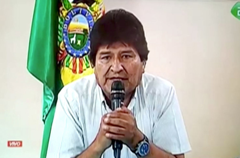 Evo Moralesas praneša apie savo atsistatydinimą