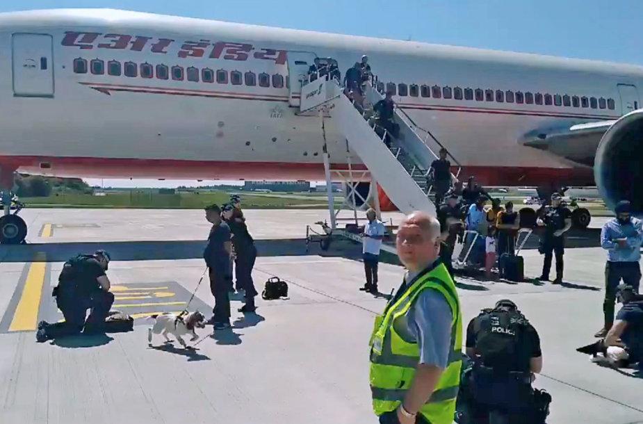 """Stanstedo oro uoste nutupdytas """"Air India"""" lėktuvas"""