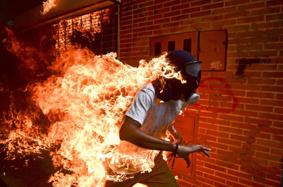 1 vieta. Ronaldo Schemidtas – protestai Karakase