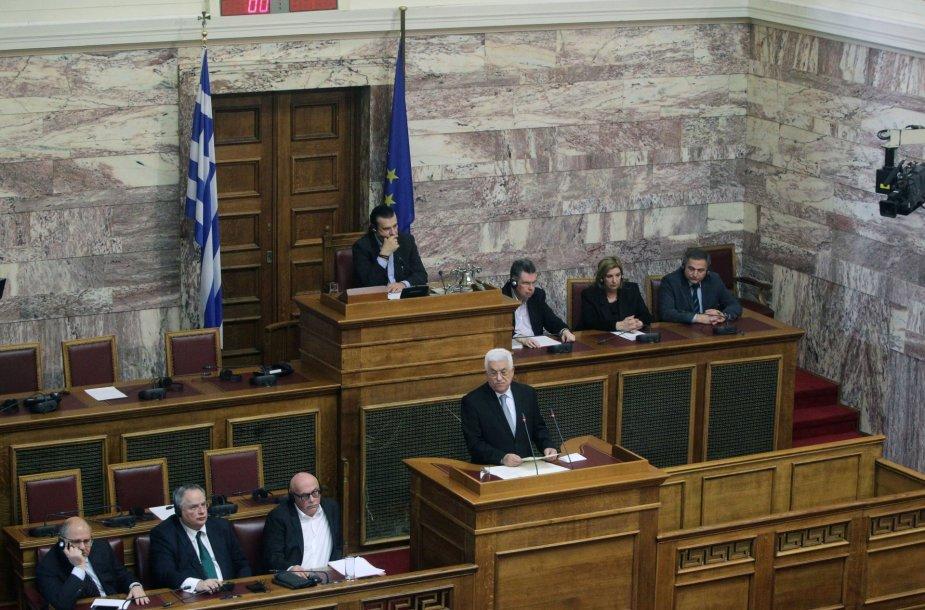 Mahmudas Abbasas sako kalbą Graikijos parlamente.